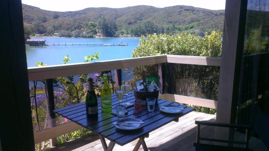 Kawau Lodge: The table setting, ready for breakfast