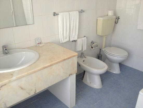 Flor da Baixa: Ванная комната