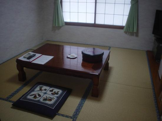 KKR Kinosaki Genbu: 広くはないがトイレ付き