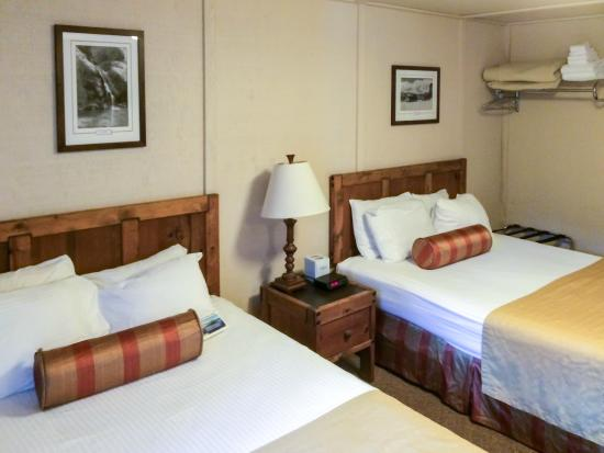 Mazama Village Motor Inn: Room with Two Queens
