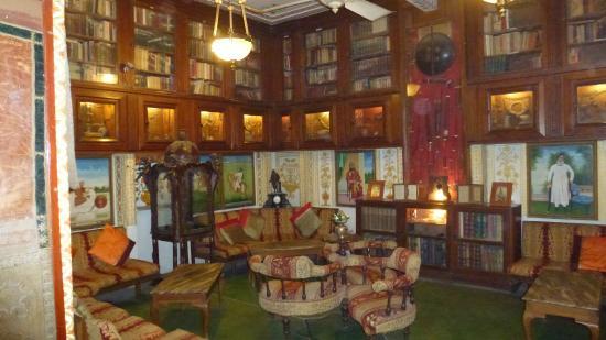 Bissau Palace: Library
