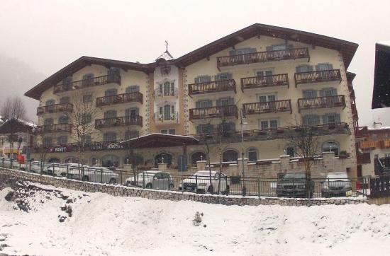 Hotel Alla Rosa: L'hotel appena innevato