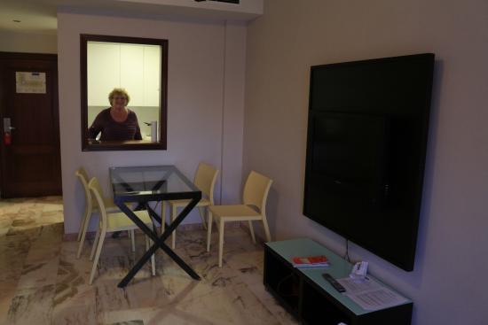 Bib-Rambla Apartamentos : salle a manger
