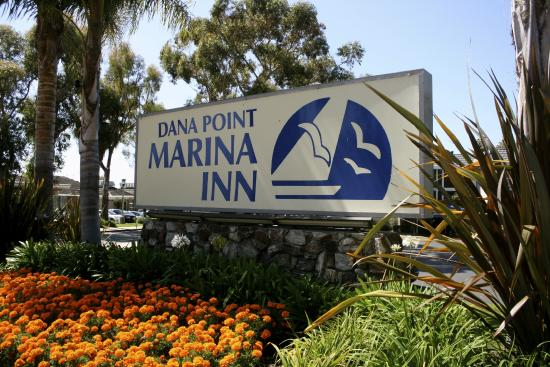 Dana Point Marina Inn: Hotel Signage-Hotel Entrance