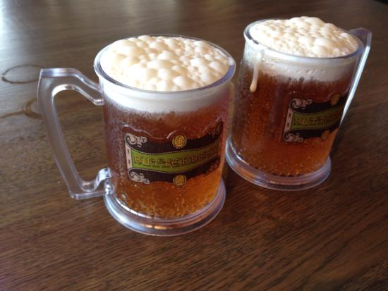 Leavesden, UK: Butter beer £6.50 , get to keep glass