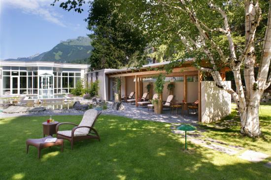 Hotel Belvedere Grindelwald: Garten mit Sole-Whirlpool | Garden ...