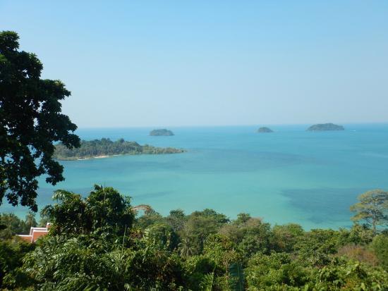 Foto vom Aussichtspunkt auf die von Koh Chang liegende ...