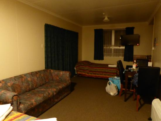 High Country Holiday Lodge: Motel Room