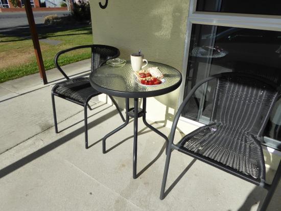 High Country Holiday Lodge: Frühstück in der Sonne