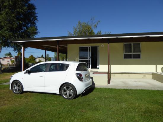 High Country Holiday Lodge: Parken vor dem Zimmer
