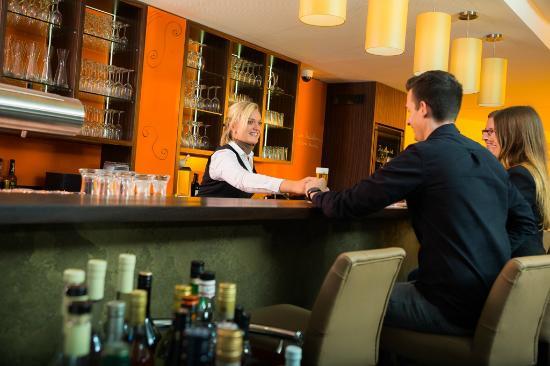 """Stadthotel am Roemerturm: Geniessen Sie in unserem Restaurant """"Orangerie"""""""