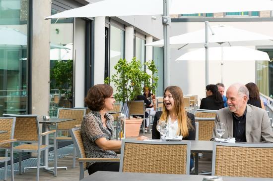 Stadthotel am Roemerturm: Unser Restaurant verfügt über eine Terasse