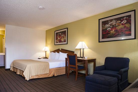 Quality Inn at Arlington Highlands : King Room