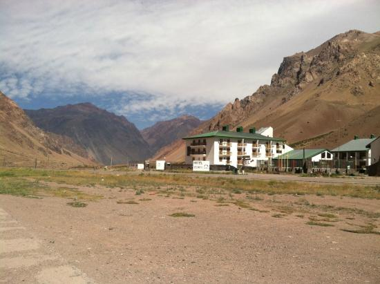 Ayelen Hotel de Montana: view from across the highway