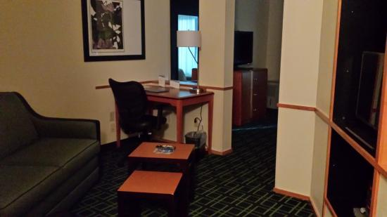 Fairfield Inn & Suites Brunswick: Room Separation
