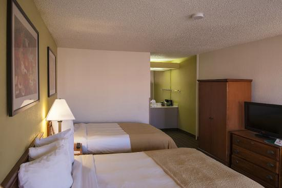 Quality Inn at Arlington Highlands: Double Beds