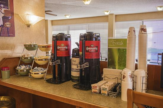 Quality Inn at Arlington Highlands: Coffee Bar