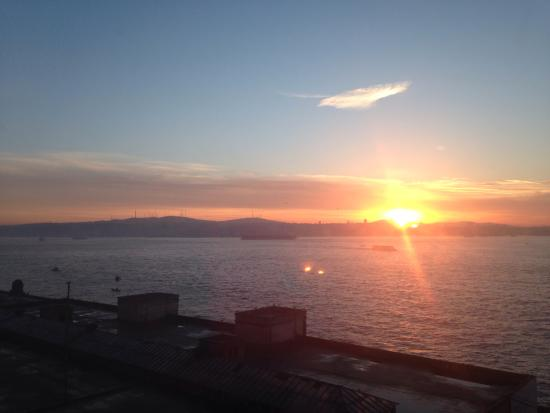 Karakoy Rooms: Sunrise