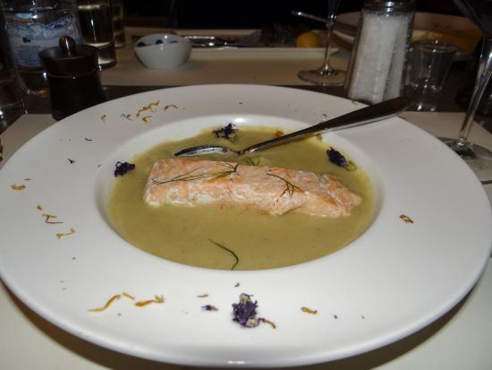 Alatsi: Salmon fillet with fennel soup