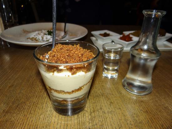 Alatsi : Desserts and complimentary raki