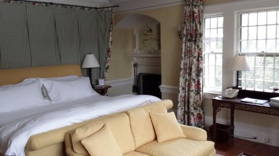 The Baker House 1650 : The Gardiner Room