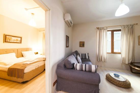 Istanbul Apartments Istiklal : Bedroom and Living Room
