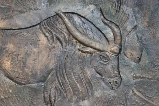 Darhan, Mongolei: Relief in the Darkhan-Uul Museum.