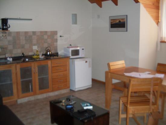 Las Golondrinas Apart Hotel: Living comedor