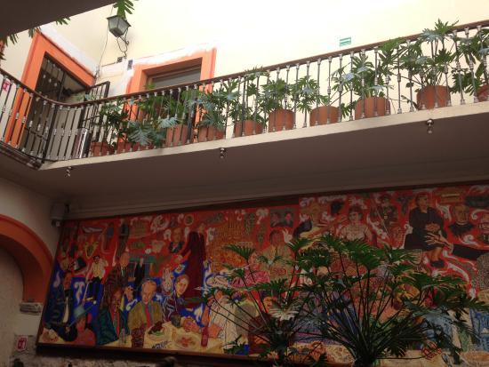 Fachada patio fotograf a de el mural de los poblanos for El mural de los poblanos