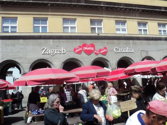 Zagreb, Croatie : Dolac open air market by inga juraga
