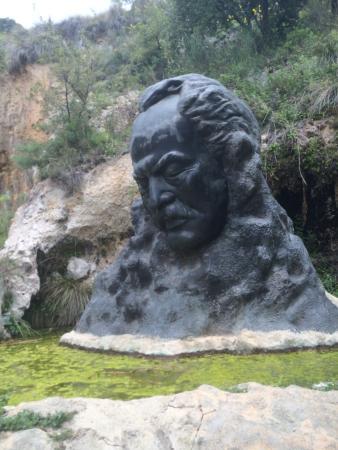 Gibran Museum: Gibran's statue
