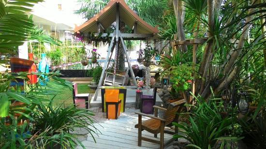 Smile Hua - Hin Resort: front of garden area