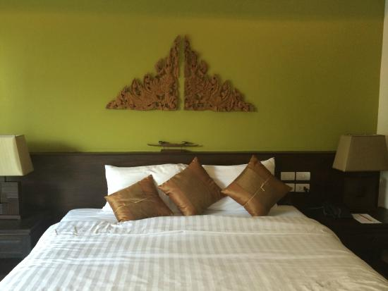 Navatara Phuket Resort: Large king size bed