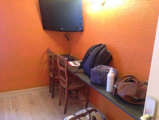 t l dans la chambre photo de le chastellares hotel auron tripadvisor. Black Bedroom Furniture Sets. Home Design Ideas