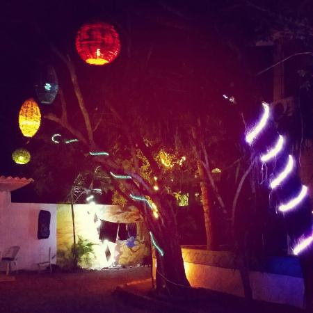 Villas Las Olas: Home sweet home in the courtyard at night