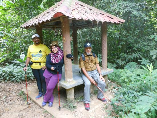 Gunung Nuang: Hut for shelter along the timber road, total about 5 shelters