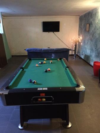 ميلان هوستل: the game room