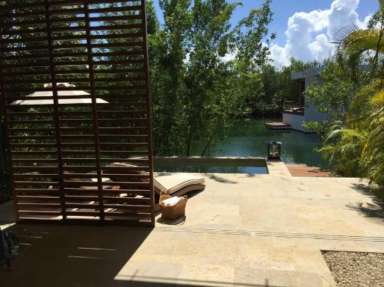 Rosewood Mayakoba: Veranda and wading pool over the lagoon