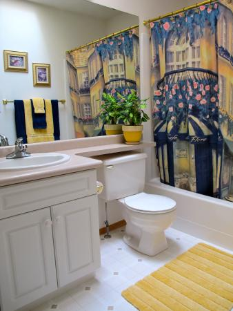 Inn-Chanted Bed & Breakfast: The Garden View's private bathroom