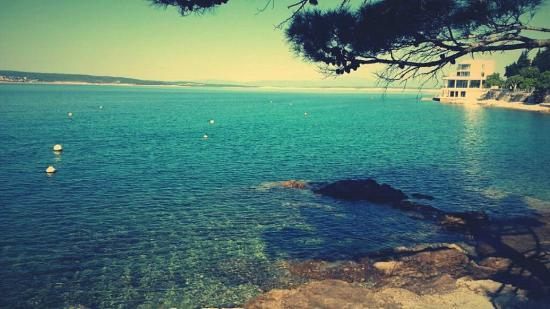 Selce, كرواتيا: Diesen wunderbaren Aussicht hat man, wenn man rechts am Meer entlang spazieren geht. Empfehlensw