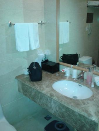 Riverview Hotel: Bathroom