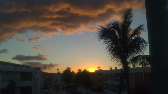 Apartamentos Judoca Beach: One of the stunning sunsets we could appreciate from our top floor apartment