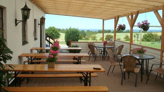 Overdækket terrasse - Picture of KildeGaard Bed & Breakfast, Frorup ...