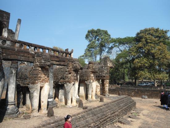 Wat Chang Lom : Ват Чанг Лом.То, что осталось от слонов.