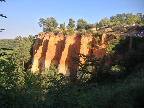 Hotel Les Ambres: the red cliffs of rousillon