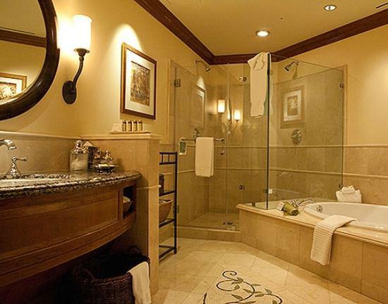 The Rose Hotel: King Suite Bathroom