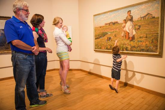 Brookings, Dakota del Sur: Family viewing Prairie is My Garden