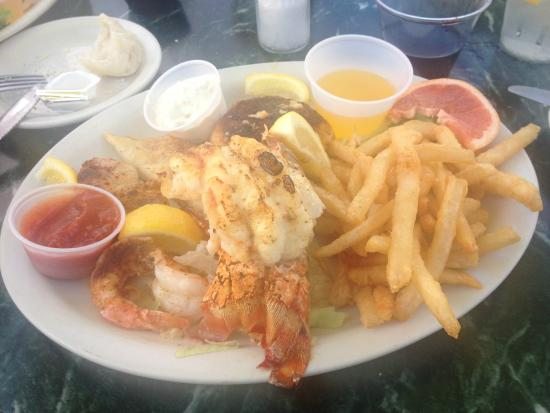Old Marco Lodge Crab House: Seafood-Teller
