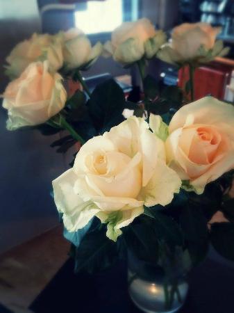 Hamar Hostel Vikingskipet: Fresh beautiful flowers