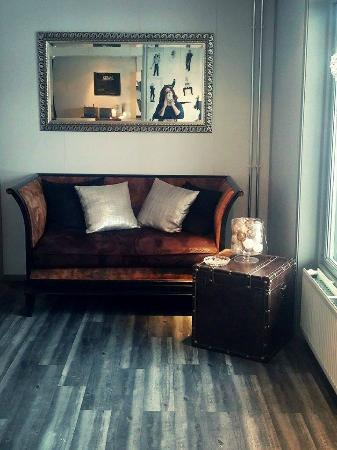 Hamar Hostel Vikingskipet: Cozy reception area
